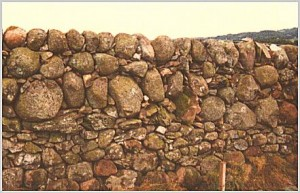 scottish boulder dyke 300x193 Connect to history with Dry Stone Walls